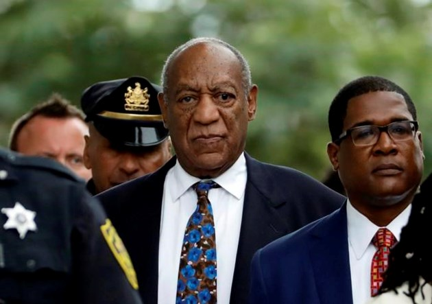 Approved advocates line up on each sides of Invoice Cosby's charm