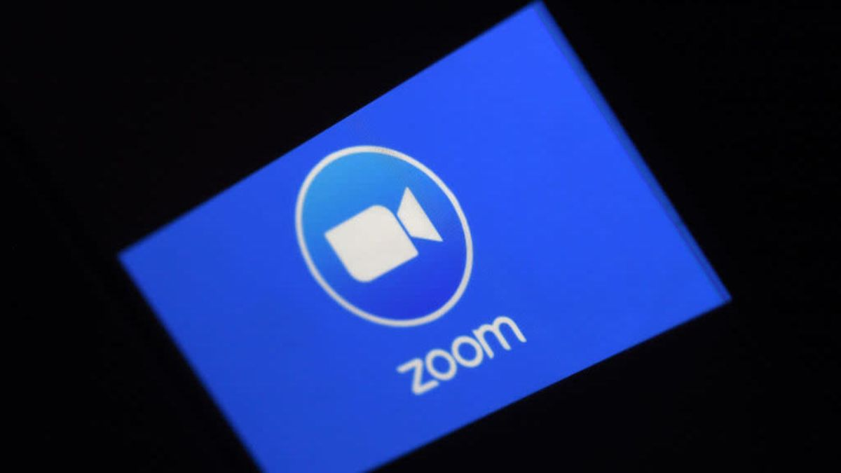 Scammers Are Pretending They Noticed You Bare on Zoom