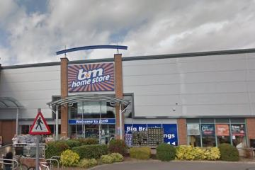 Man tried to rip-off B&M Abingdon the roar of curtains