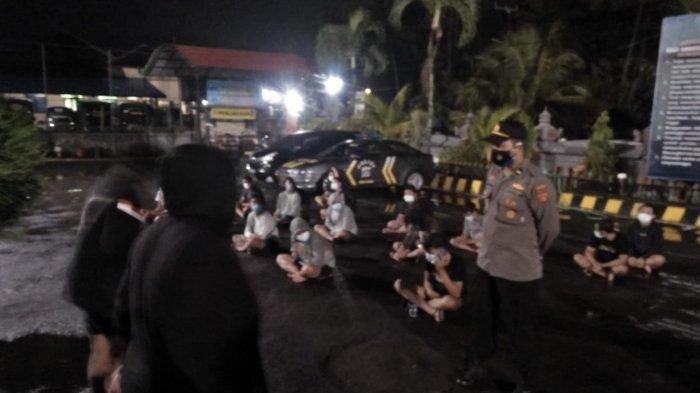 Police apprehend dozens of youths for illegal boulevard racing in Badung regency