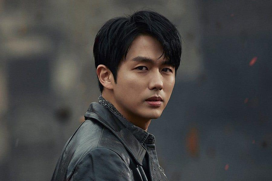 2AM's Im Seulong Receives Engaging Referring to Vehicle Accident Captivating Jaywalking Pedestrian