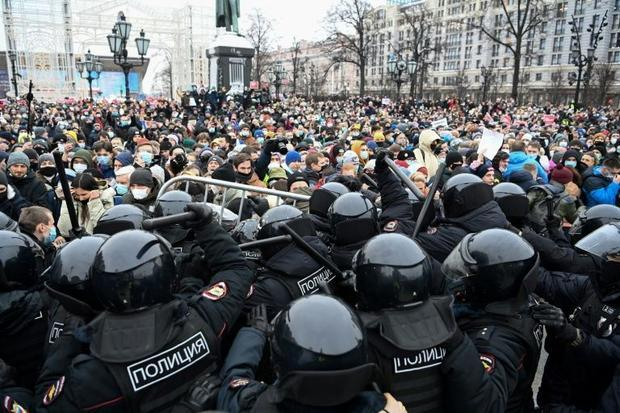 Navalny rankings points in standoff with the Kremlin