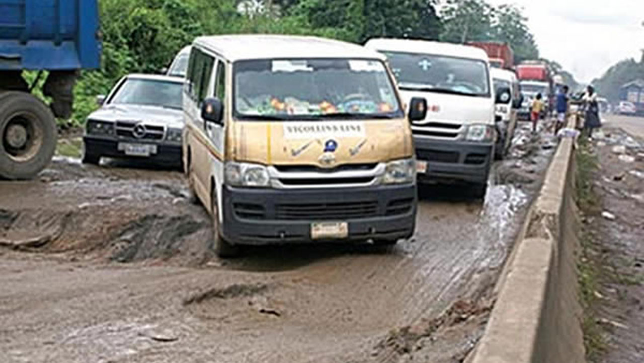 Protesters shut Lagos/Benin Road over extortion