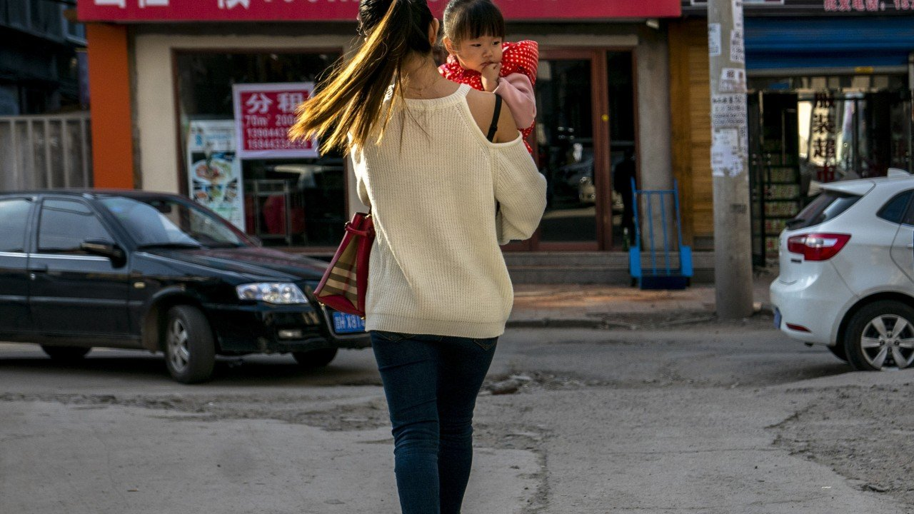 Shanghai single mother gets maternity insurance after three-year correct strive against with China's authorities